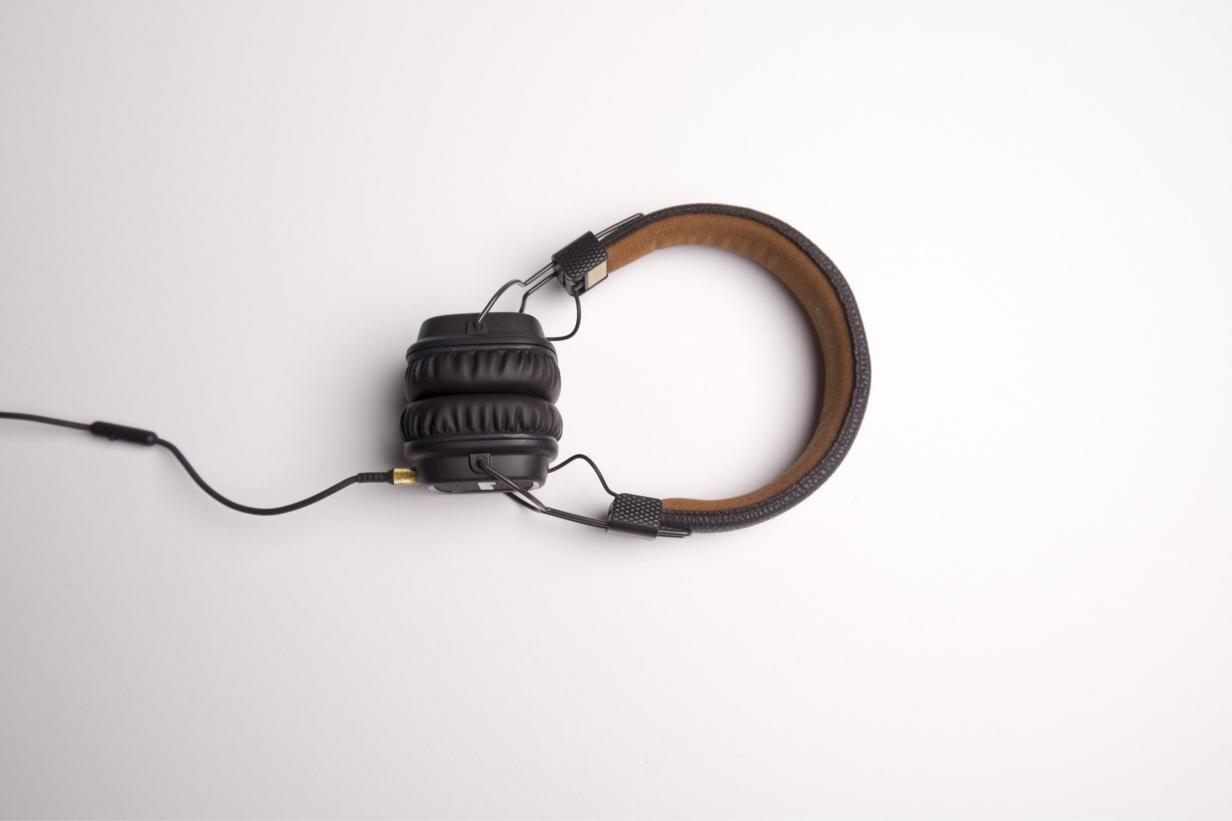 headphone-om-naar-muziek-te-luisteren-header