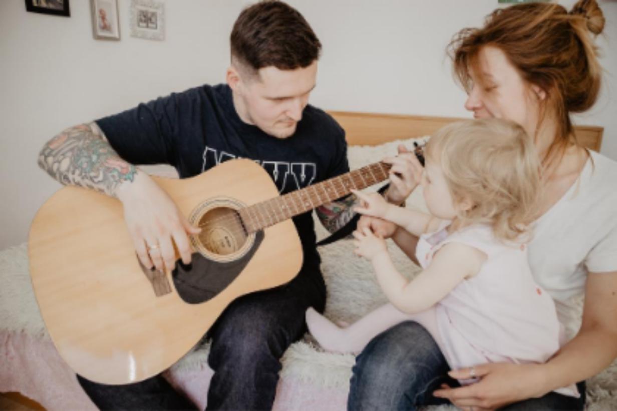 kinderliedjes-leren-spelen-gitaar