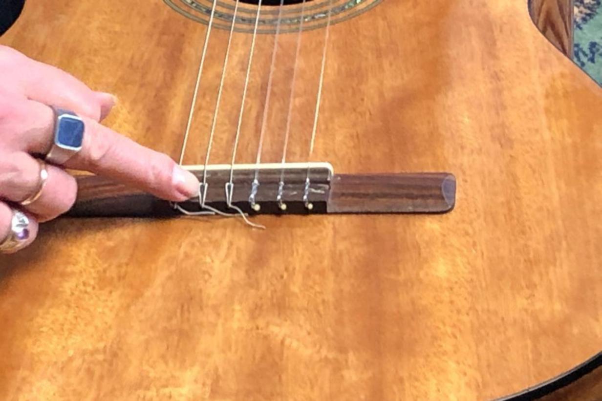 vervangen-snaren-klassieke-gitaar